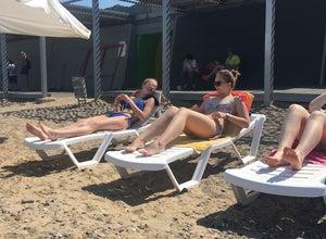 На пляже)))