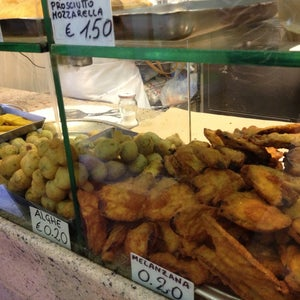 The 15 Best Places That Are Good for a Quick Meal in Naples