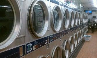 LaundroLux Laundromat