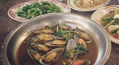 Photo of Seafood Restaurant 佘家孔雀蛤大王 八里店 Sheh Family Peacock Clam at 渡船頭街22號, 八里區 249, Taiwan