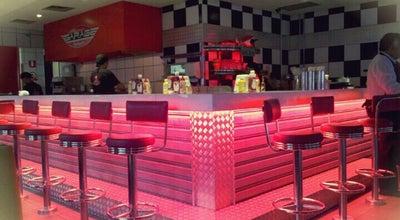 Photo of American Restaurant Garage Burger at Rua Americo Vespucci 1200, Sao Paulo 03135-010, Brazil