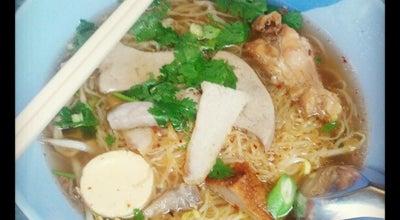 Photo of Ramen / Noodle House ก๋วยเตี๋ยวไก่ สายน้ําผึ้ง at 392/20 Soi Sukhumvit 20, Khlong Toei 10110, Thailand