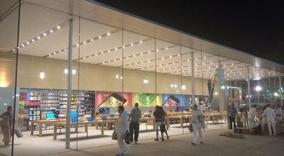 Photo of Electronics Store Apple Aix-en-Provence at 2 Place Du Général De Gaulle, Aix-en-Provence 13100, France