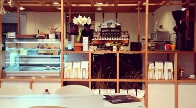 Photo of Cafe Coutume Instituutti at 31 Rue Du Sommerard, Paris 75005, France
