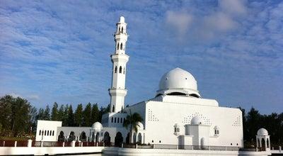 Photo of Beach Perkarangan Masjid Terapung at Jalan Batu Buruk, Kuala Terengganu 20400, Malaysia