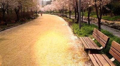 Photo of Park 서울숲 at 성동구 뚝섬로 273, 서울특별시 133-923, South Korea