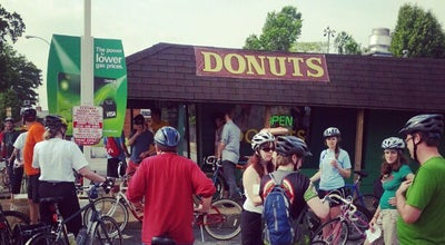 Photo of Restaurant St Louis Hills Donut Shop at 6917 Hampton Ave, Saint Louis, MO 63109, United States