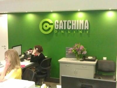 Работа онлайн гатчина девушки на работе в юбке фото