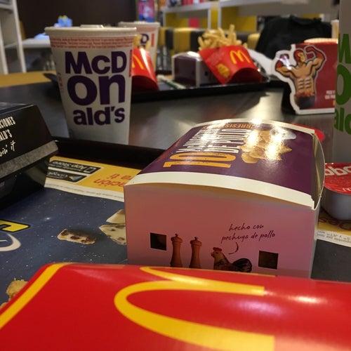 McDonald's Carrera 9 con 71 en Bogotá