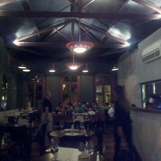 Foto tirada no(a) Domenico Pizzeria Trattoria por nico em 3/17/2012