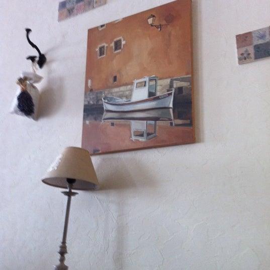 Снимок сделан в Cafeletto пользователем Andrey L. 3/31/2012