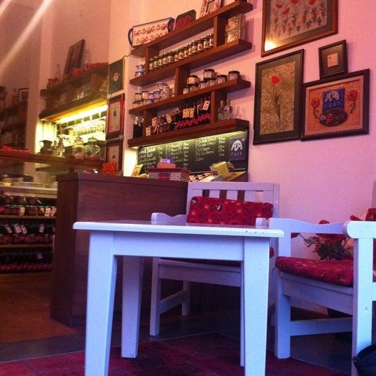7/8/2012 tarihinde Ebru Y.ziyaretçi tarafından Ada Cafe'de çekilen fotoğraf