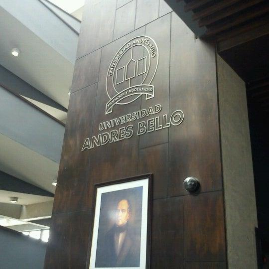Foto tomada en Universidad Andrés Bello por Marcos G. el 9/3/2012