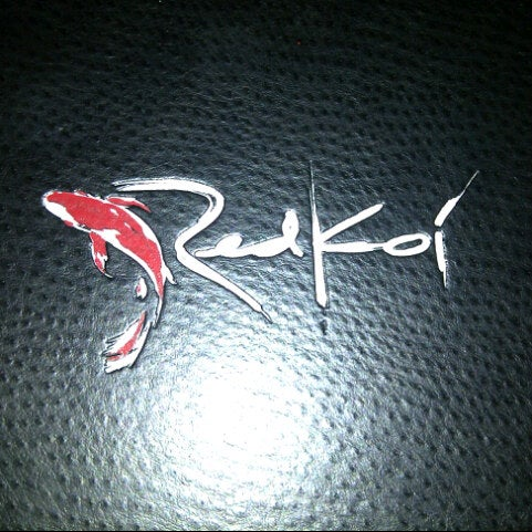 Foto tomada en Red Koi Thai & Sushi Lounge por Becky F. el 7/6/2012