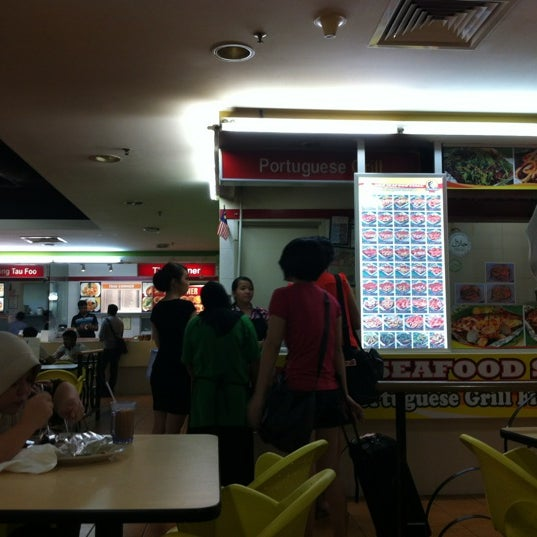 Photo taken at Oasis Food Court by Jo L. on 5/14/2012