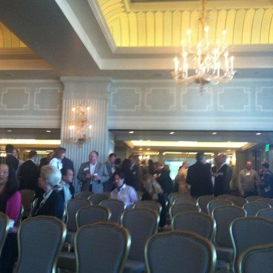 รูปภาพถ่ายที่ Casa Del Mar Hotel โดย Jeff S. เมื่อ 5/16/2012