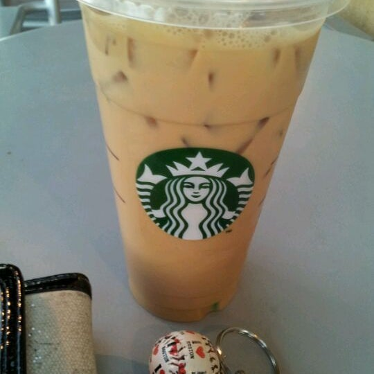 Photo taken at Starbucks by Vivian L. on 6/6/2012