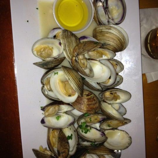 Monday nights: 2dz clams for $8!! Friggin amazing