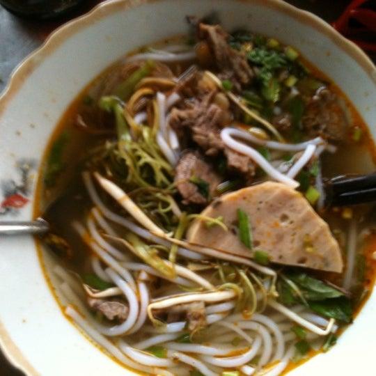 Photo taken at Hủ tíu Mỹ Tho đặc biệt by Duy W. on 6/12/2012