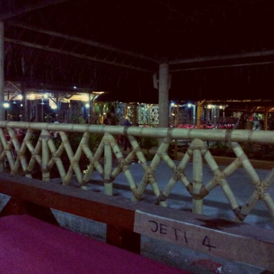 Photo taken at Aroma Ikan Bakar by Fira M. on 3/13/2012