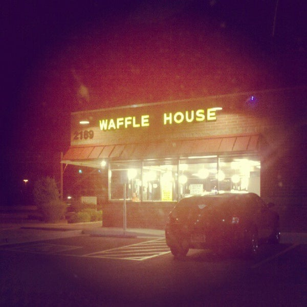 Photo taken at Waffle House by Kevin M. on 8/9/2012