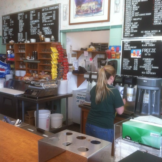 Photo taken at Gunther's Quality Ice Cream by Tony L. on 5/20/2012