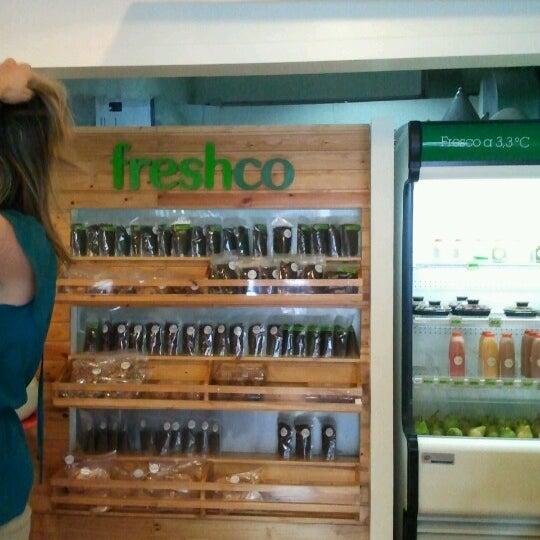 Photo taken at Freshco Bar Orgánico by Mariangela G. on 7/27/2012