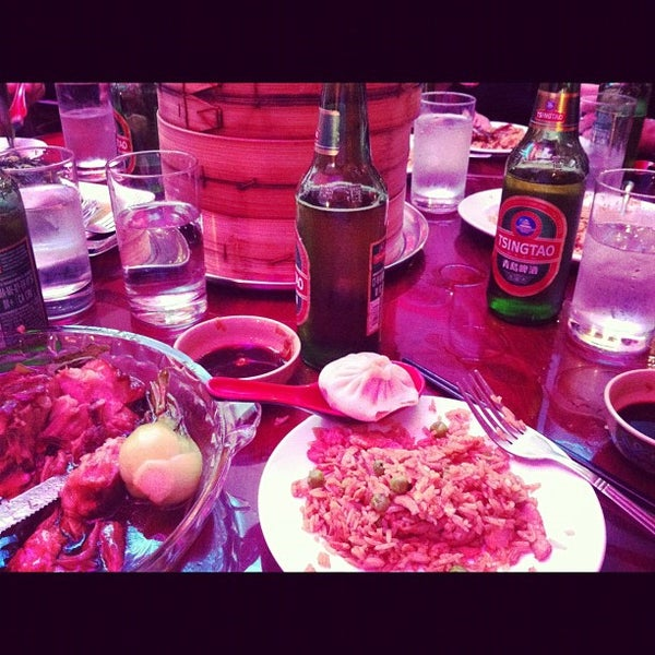 Photo taken at Shanghai Café Deluxe by Thomas S. on 5/20/2012