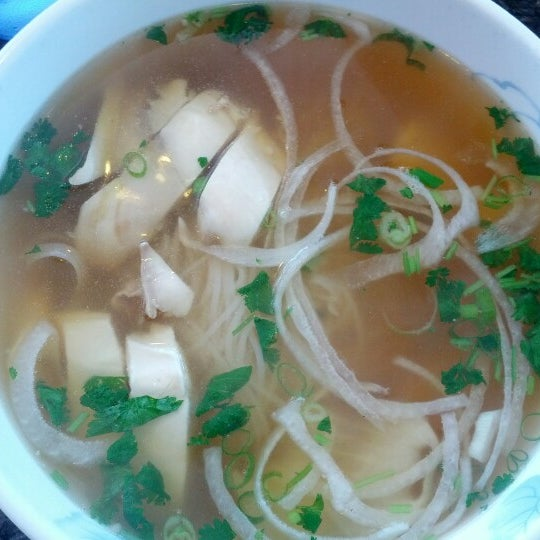 Photo taken at Phở Kim Long by Ricky W. on 8/20/2012