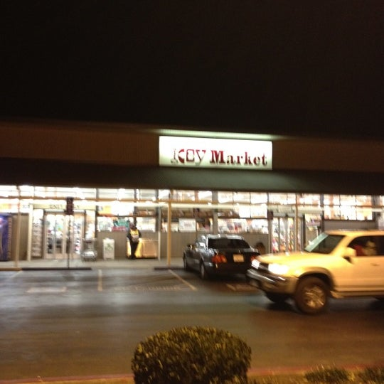 Photo taken at Dehoff's Key Market by Joe P. on 12/21/2011