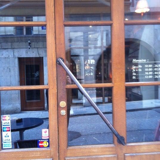 Photo prise au Demi Lune Café par Gilles D. le4/25/2012