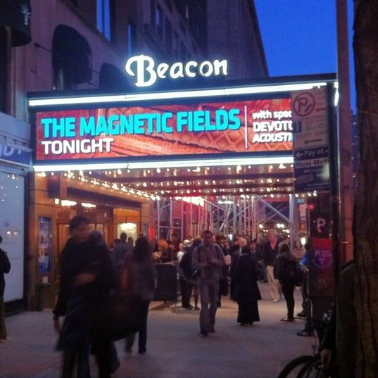 รูปภาพถ่ายที่ Beacon Theatre โดย Greg I. เมื่อ 4/4/2012