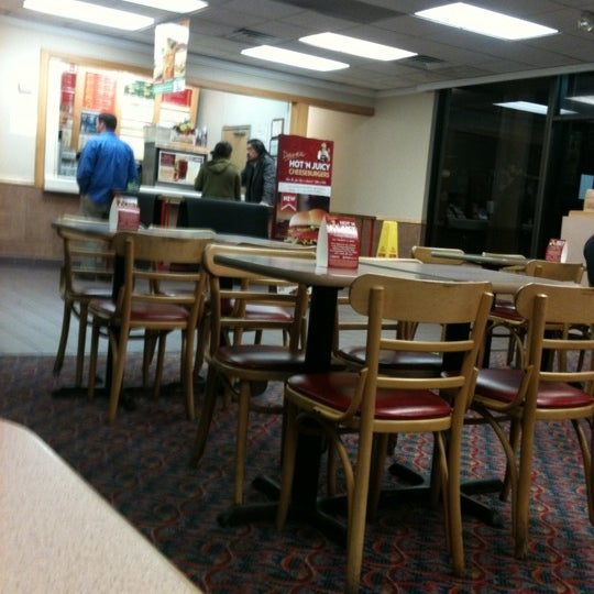 Photo taken at Wendy's by Erica A. on 10/20/2011