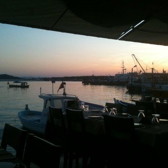 9/8/2011 tarihinde Sercan Y.ziyaretçi tarafından Cunda Deniz Restaurant'de çekilen fotoğraf