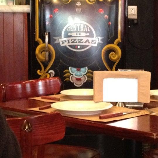 Foto tomada en Central de Pizzas por Lu C. el 6/19/2012