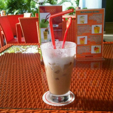 Photo taken at Harris Cafe by ngurah p. on 3/2/2011