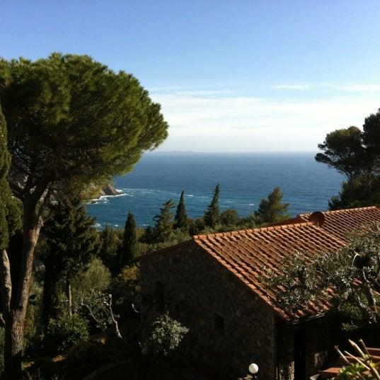 Foto scattata a Torre di Cala Piccola Hotel Monte Argentario da BehBuonaGiornata M. il 4/21/2012