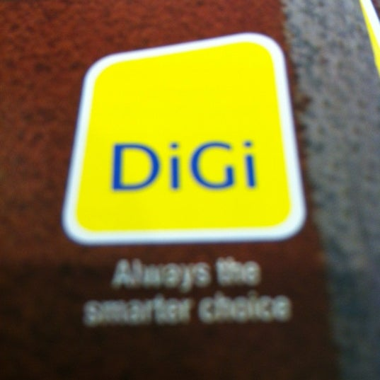 Photo taken at DiGi Center by Y_E P. on 8/10/2012