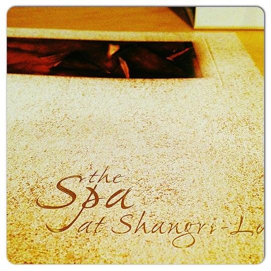 Photo taken at Shangri-La Hotel by Fatma on 7/29/2012