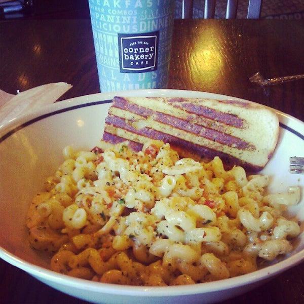 Photo taken at Corner Bakery Cafe by Oliver B. on 4/14/2012