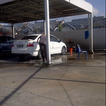 Photo taken at Shell Manual Car Wash BK2 by saidatul l. on 4/22/2012