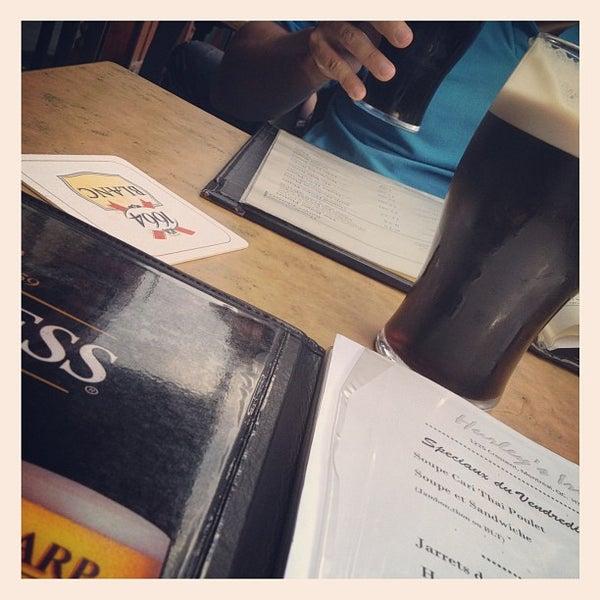 Foto tomada en Hurley's Irish Pub por Noe W. el 7/27/2012