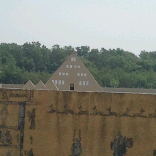 Gold Pyramid House Wadsworth Il