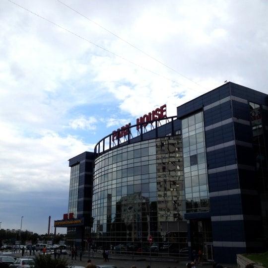 Foto tirada no(a) Atrium's Парк Хаус por Nikita em 7/4/2012