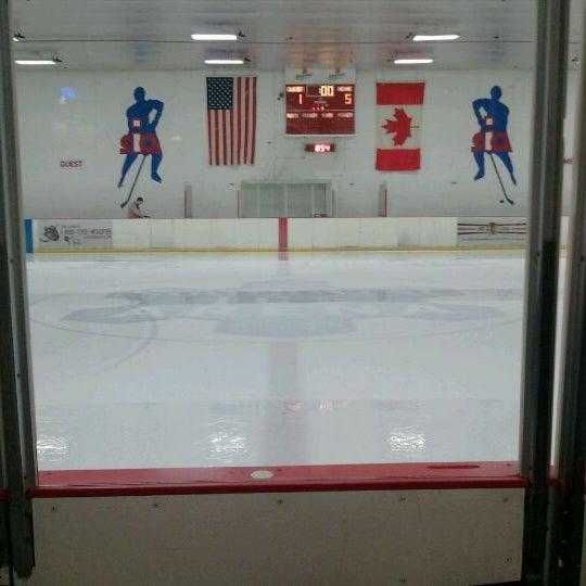 รูปภาพถ่ายที่ Southwest Ice Arena โดย Raymond K. เมื่อ 4/7/2012