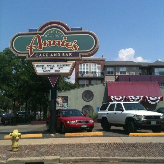 Снимок сделан в Annie's Cafe & Bar пользователем Stephanie J. 7/5/2012