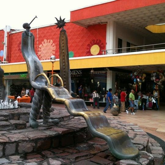 Foto tomada en Plaza del Sol por Luz Alejandra el 7/21/2012