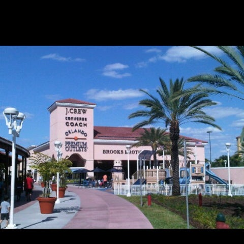 Photo taken at Orlando Vineland Premium Outlets by Rod R. on 5/5/2012