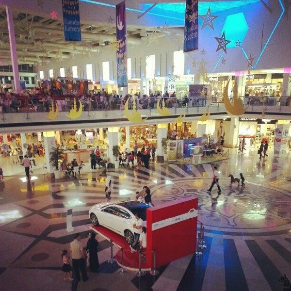 8/17/2012 tarihinde Rahel T.ziyaretçi tarafından Family Mall'de çekilen fotoğraf