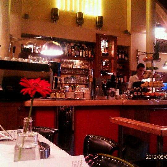 Das Foto wurde bei Café Daniel Moser von Mariya am 5/4/2012 aufgenommen